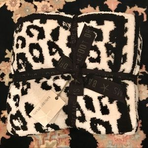 """BAREFOOT DREAMS """"In The Wild"""" Leopard Blanket NWT"""